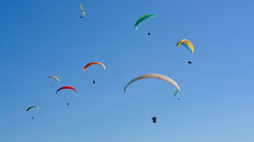 paragliders-paragliders-3708893_1920