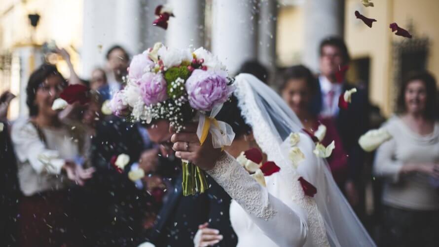 「VR×結婚式」が話題!?下見から遠隔地中継までその事例を紹介!